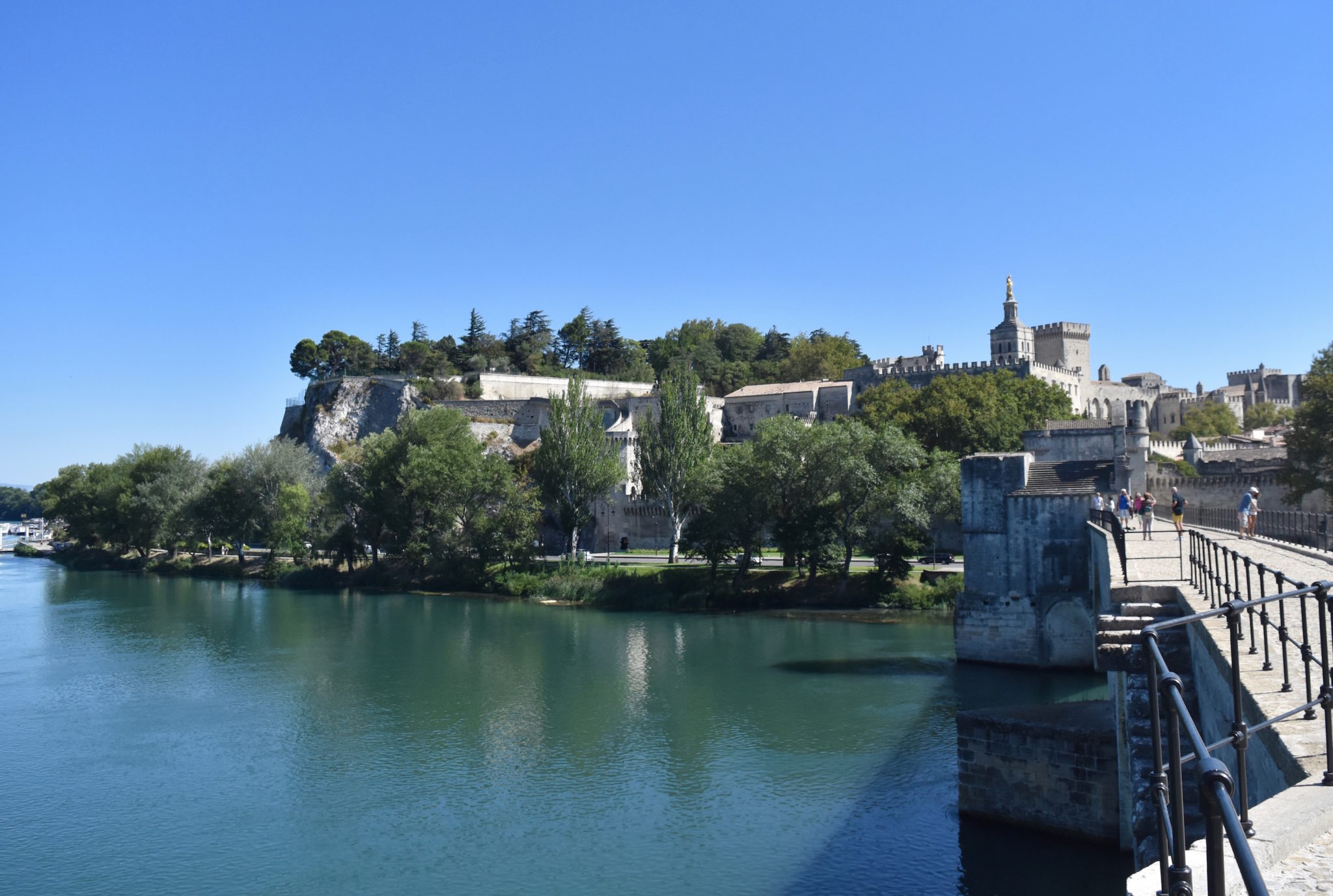 a-lovely-planet-chateauneuf-du-pape-avignon