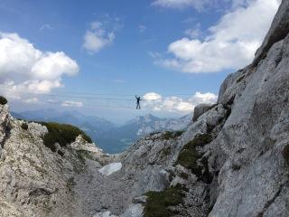 Der Zugang zum Schulungsklettersteig kann über eine 40 Meter lange Seilbrücke erfolgen.