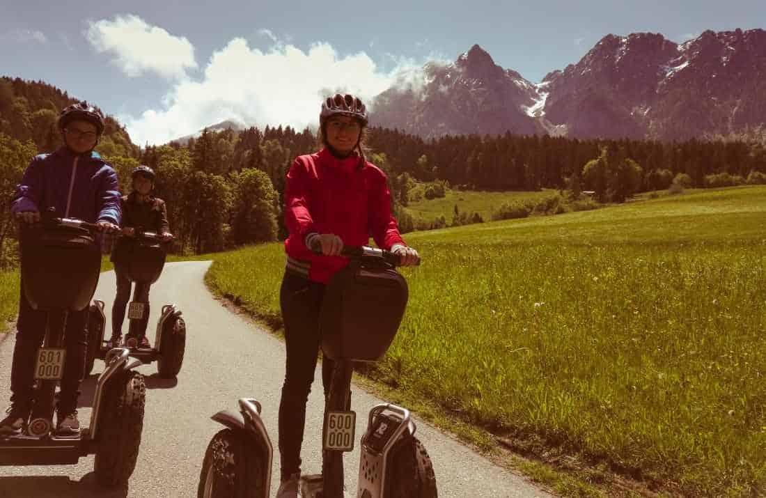 Jugendliche auf Segway Tour im Ferienland Kufstein