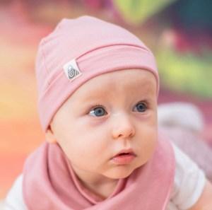 bonnet à noeud rose