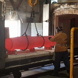 Large pivot pin hardening and tempering for customer in Panama