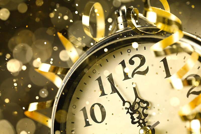HAPPY NEW YEAR  The Biggest Bashes Around the World    Alpine Bakery     New Years Eve Clock and Confetti