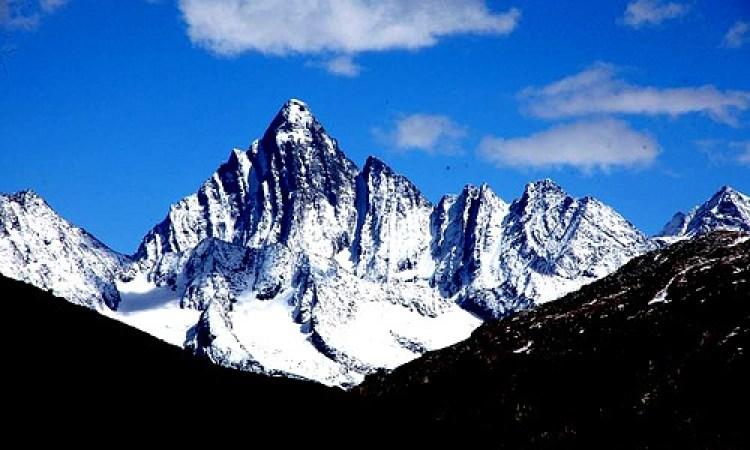 Kashmir Kolahoi Glacier Trekking