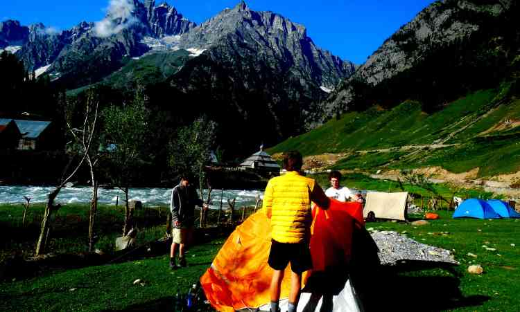 camping in sonamarg