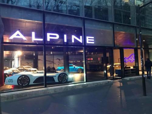 [Mise à jour Photos 25/07/2017] Ouverture dès Samedi du premier Showroom Alpine