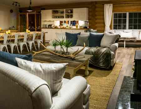 Cozy lodge accommodation in Golden BC