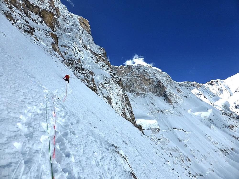 Ramsden climbing on day one. [Photo] Nick Bullock