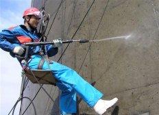 Обеспыливание и мойка конструкций альпинистами