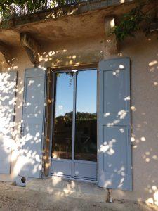 Fenêtre aluminium en rénovation sur maison de style