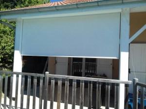 Store vertical motorisé solaire Marquise stores toile sunworker dicskon
