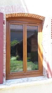 Fenêtre PVC chêne doré Le Mottier 1