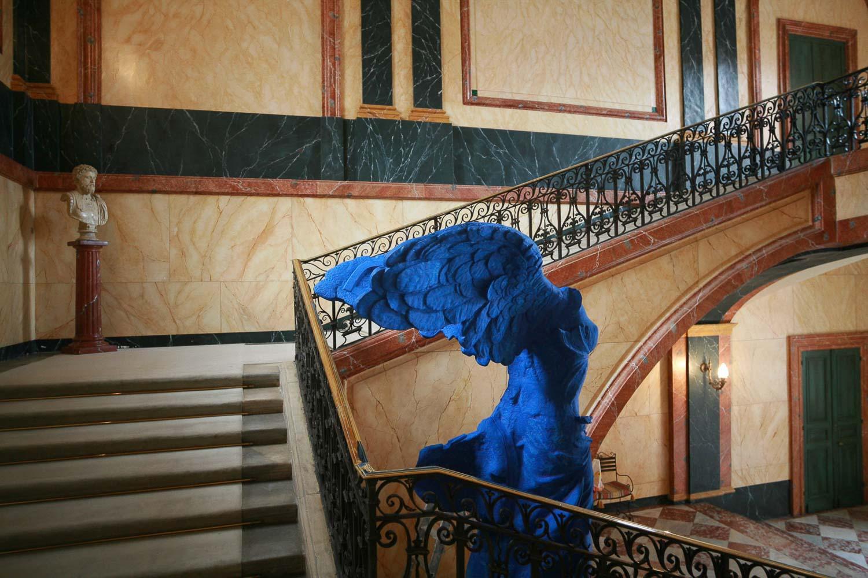 statue bleue