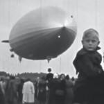 (1939) Observando el paso de un gigante aéreo