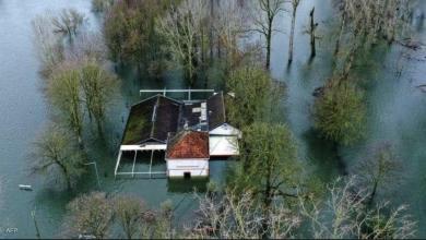 صورة خبير يشرح أسباب الطقس المتطرف