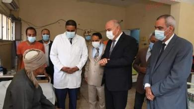 صورة محافظ قنا يزور مستشفى نجع حمادى العام لتهنئة المرضي بمناسبة عيد الأضحى المبارك