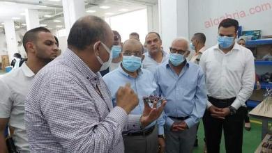 صورة وزير التنمية المحلية ومحافظ بورسعيد يتفقدان مصنع أفينا للأدوات الكهربائية