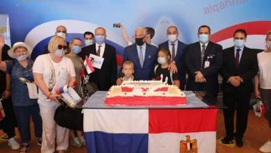 صورة محافظ جنوب سيناء يستقبل أولى الرحلات الروسية المباشرة قادمة من موسكو لمطار شرم الشيخ