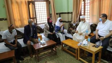 صورة الامام الأكبر  يستقبل وزير القوي العاملة  بساحة الشيخ الطيب بمدينة القرنة غرب الأقصر
