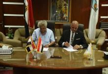 صورة رئيس جامعة الأقصر يشهد توقيع بروتوكول تعاون مع جمعية النهضة العلمية والثقافية جزويت القاهرة