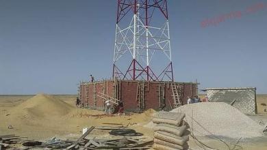 صورة بدء تركيب أول برج إتصالات داخل أراضى مشروع ال ١.٥ مليون فدان بمنطقة المغرة