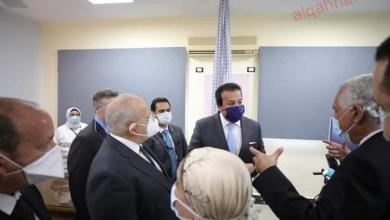صورة وزير التعليم العالي ورئيس جامعة القاهرة يفتتحان مجمع عيادات بمستشفى النساء والتوليد بقصر العيني