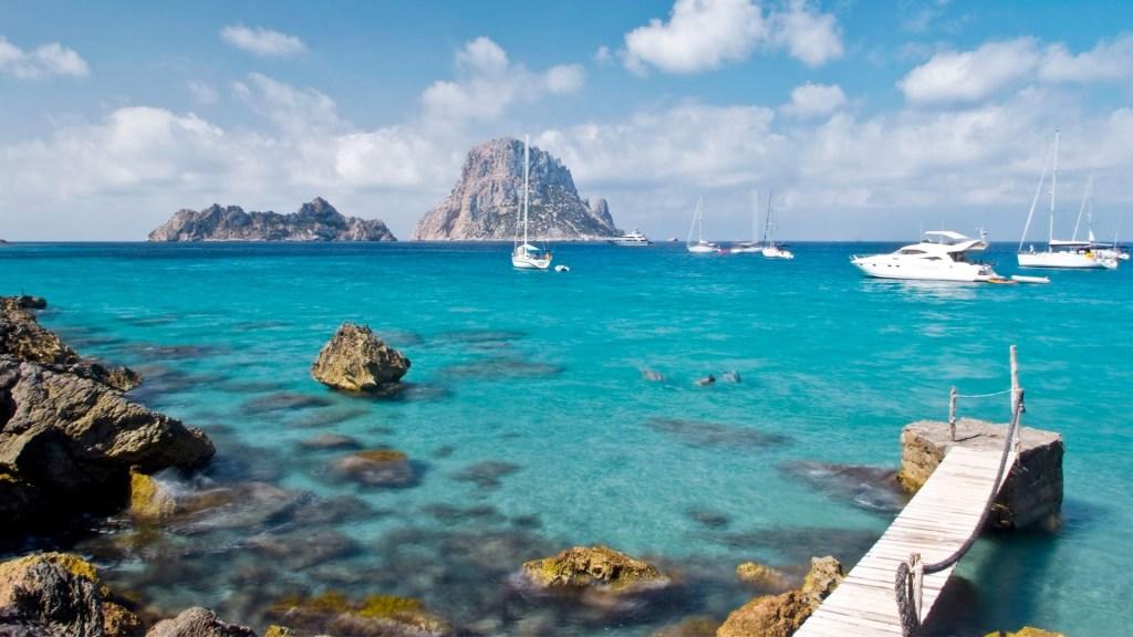 Recorridos imprescindibles en embarcación por la costa de Ibiza