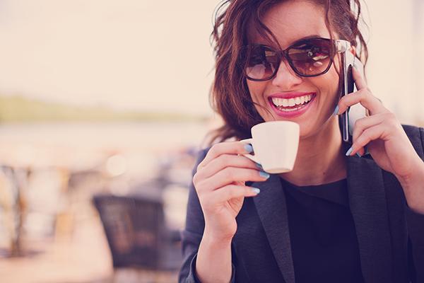 foto chica al teléfono. Tarot telefónico