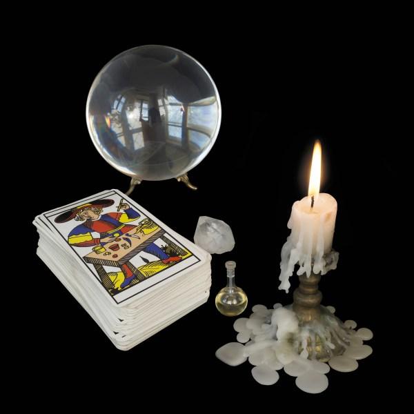 Foto Bola de cristal, cartas, velas