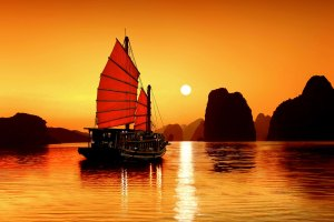 HL01-secret-halong-bay-and-bai-tu-long-bay-tour-cruiseHLG103