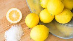 الوقاية من كورونا بالغرغرة بالملح والليمون