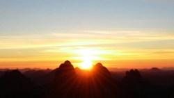 تفسير حلم طلوع الشمس من المغرب في المنام