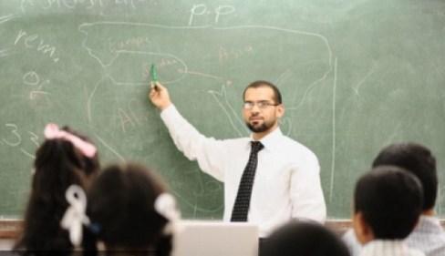 تفسير تقبيل المعلم في لمنام