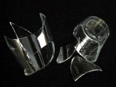 تفسير حلم سقوط كأس زجاج في المنام