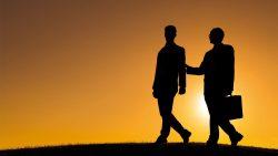 تفسير حلم حزن الصديق أو الصديقة في المنام