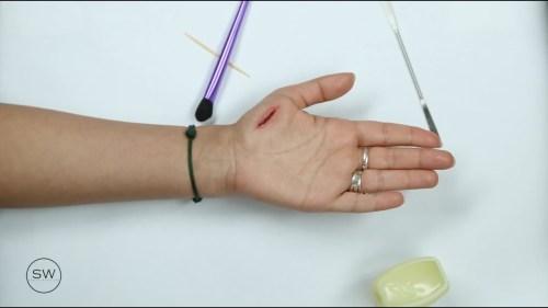 تفسير حلم الجرح بالإصبع السبابة في المنام