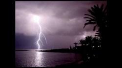 البرق والرعد في المنام للمتزوجة