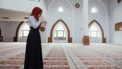 تفسير حلم رؤية الاذان واقامة الصلاة في المنام للعزباء والمتزوجة