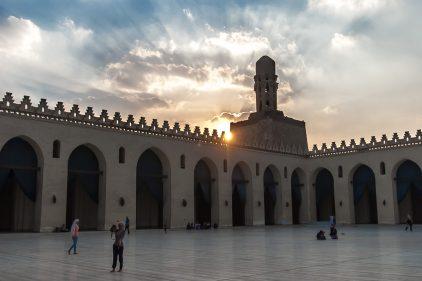 تفسير رؤية المرأة في المسجد للمرأة المتزوجة