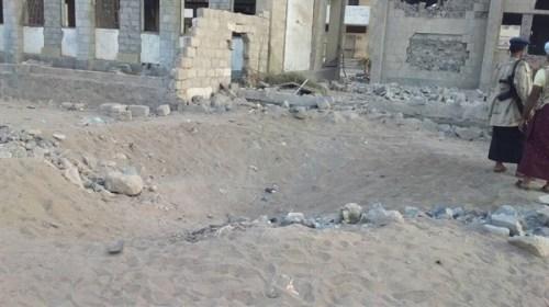 أثر دمار الصاروخ بالقرب من المدرسة