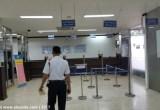 Loket verifikasi berkas di kantor imigrasi Jakarta Barat