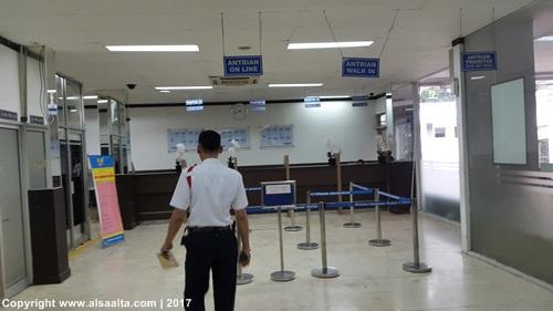 Loket verifikasi berkas di kantor imigrasi Jakarta Barat image