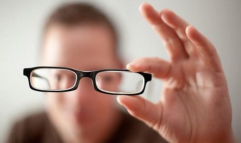 5 Cara Efektif Sembuhkan Mata Minus dengan Cara Alami - alsaalta.com