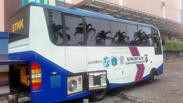 Mobil (HINO) STNK Keliling Ciputra Mall Jakarta Barat