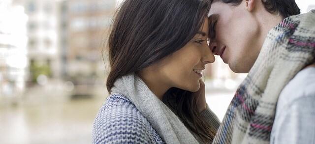 Berciuman Romantis (pixabay)