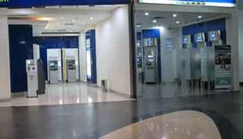 Coronavirus: trop peu protégés, les salariés du secteur bancaire sous tension