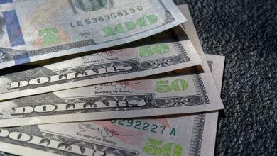 Photo of إنخفاض سعر الدولار في السوق السوداء