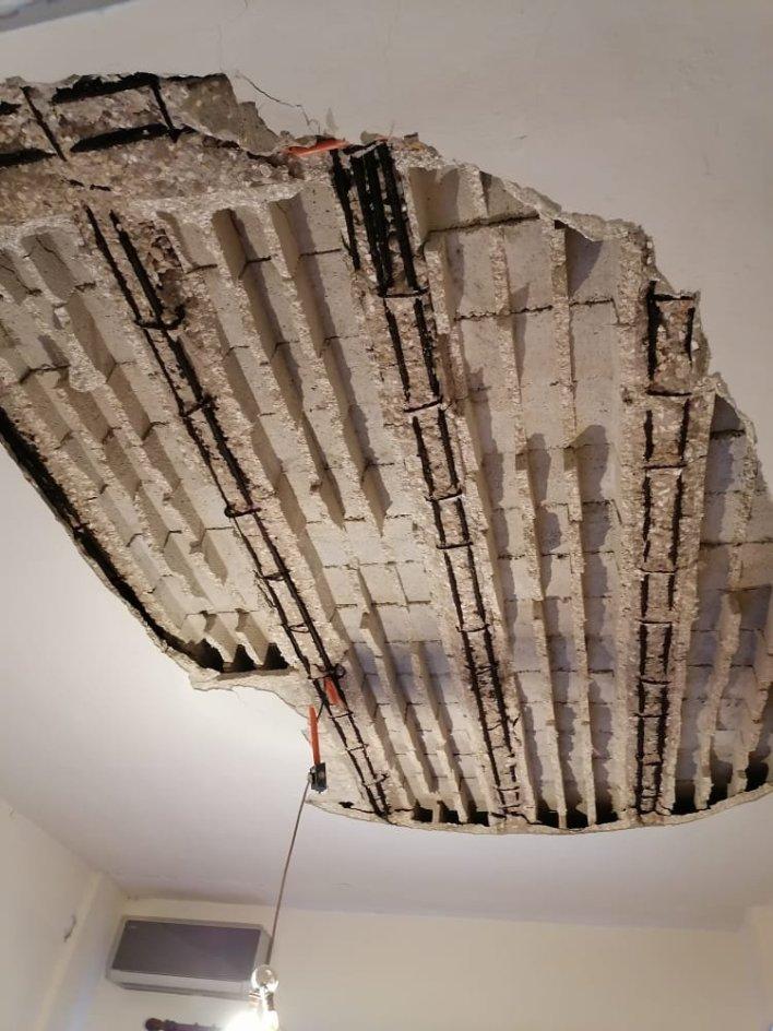 صور : انهار سقف غرفة نومه !!! وهذا ما حصل