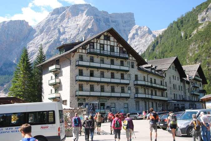 Start am Hotel Pragser Wildsee
