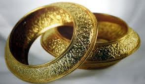 Janji Dua Gelang Kisra (Raja Persia) Untuk Suraqah bin Malik Radhiyallahu 'Anhu