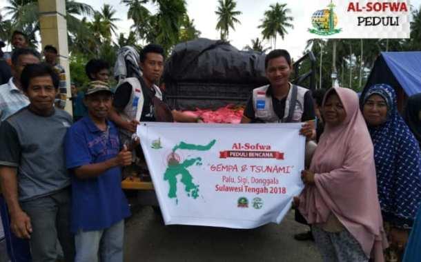 Menyalurkan Bantuan Bahan Pangan di Dusun Satu dan Lima Balaesang